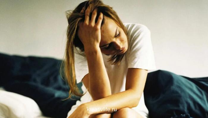 девушка устала, грустная, без настроение, аппатия, депрессия