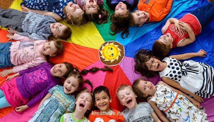 Ребенок адаптируется к новому коллективу и режиму садика