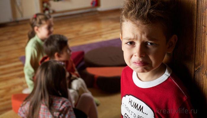 Ребенок плачет в садике и не хочет ходить: что делать?