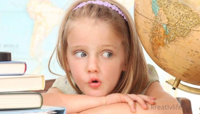 Ребенок девочка школьного возраста