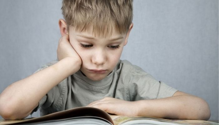 Ребенок мальчик школьного возраста
