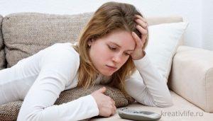 Девушка ждет звонка после свидания