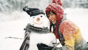 Слепить снеговика и сфотографироваться с ним