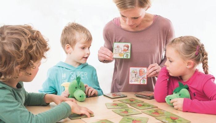 Мама играет и учит детей. Развивающие занятия и игры