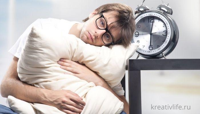 Сонный человек не может уснуть