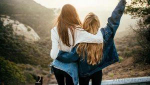 Подруги радуются жизни