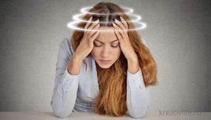 ПМС у женщины болит голова
