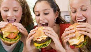 Неполезное и вредное питание для детей и подростков