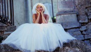 Женщина хочет замуж сидит ждет мужа
