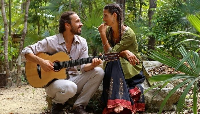 Пение мантр Любовь между мужчиной и женщиной