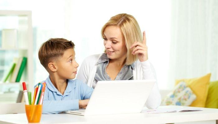 Репетитор ребенка работа за компьютером